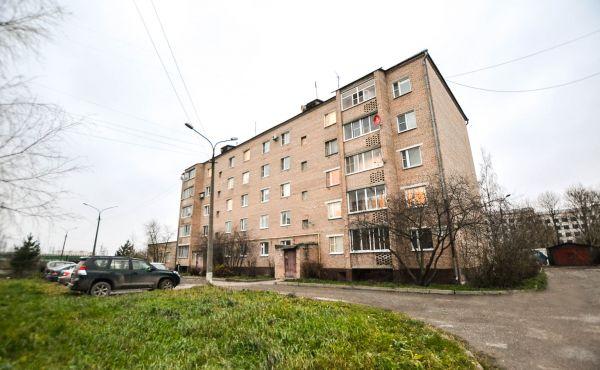 Трехкомнатная квартира улучшенной планировки в Волоколамске
