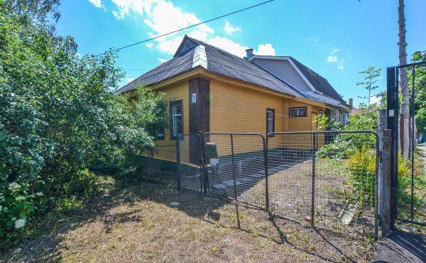 Часть жилого дома на Пролетарской улице (центр города)