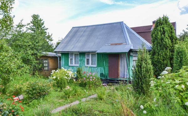 Дачный домик с участком в СНТ